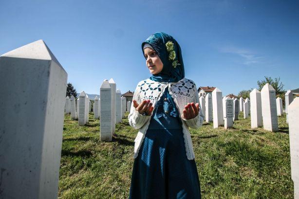 Učenjem Jasini-šerifa na Šehidskom mezarju u Vitezu počelo je obilježavanje 23. godišnjice od masakra nad bošnjačkim civilima u selu Ahmići kod Viteza ( Esmir Šabic - Anadolu Agency )