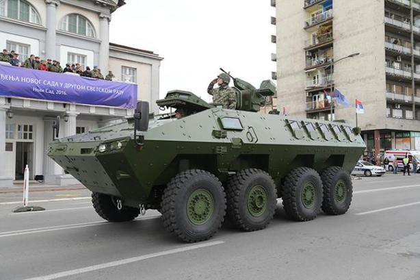 vojna_parada_naslovna